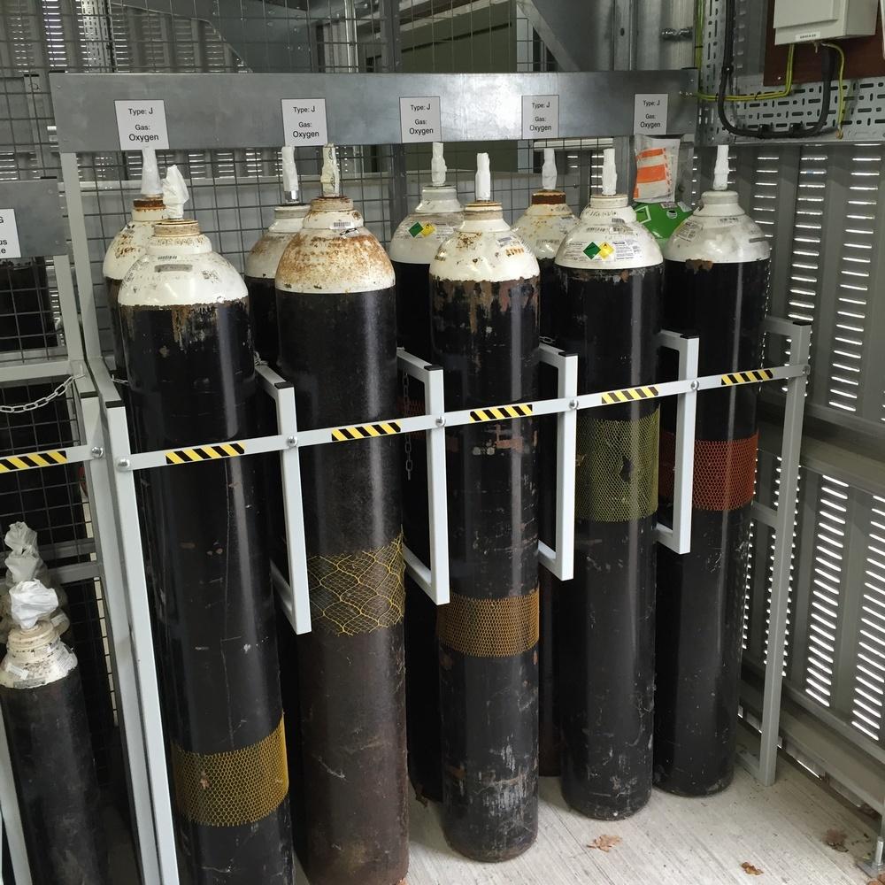 Hospital G And J Medical Gas Cylinder Racks